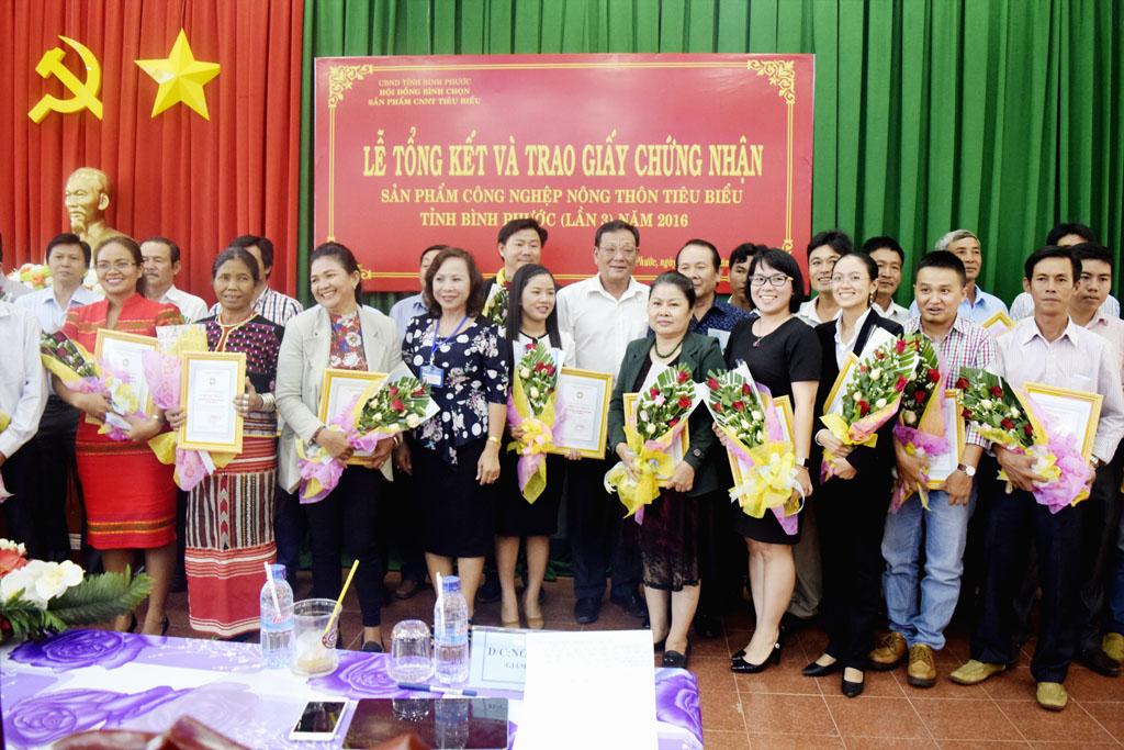 Lễ Tổng kết và trao giấy chứng nhận sản phẩm công nghiệp   nông thôn tiêu biểu tỉnh Bình Phước (lần 3) năm 2016